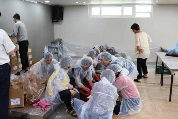 첨부 이미지 3-삼성생명과 함께하는 여름 김치 나눔 행사